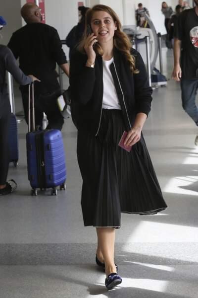 En novembre 2018, c'est au tour de Beatrice d'York de porter cette même jupe Misha Nonoo, créatrice avec qui elle est aussi amie comme Meghan