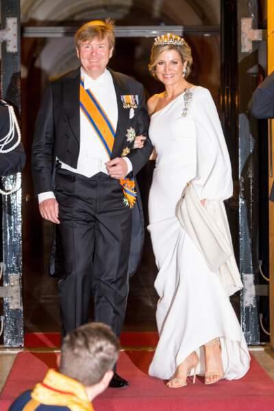 Madeleine de Suède, aussi grande et blonde que Charlene porte aussi cette robe longue immaculée Stella McCartney en juin 2019.