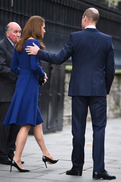 Kate Middleton a fait une apparition surprise avec le prince William dans une tenue très élégante