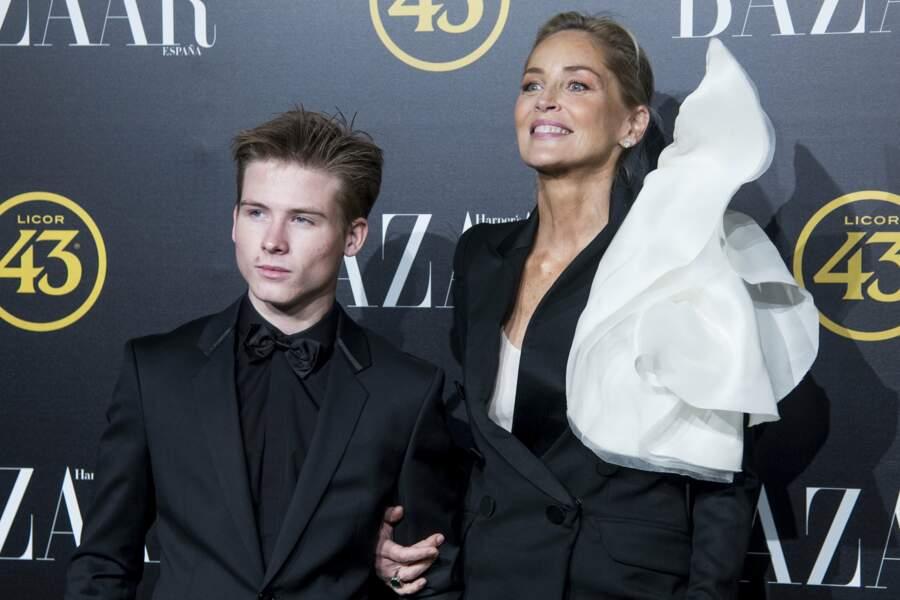 Complices, Sharon Stone et son fils Roan illumine la soirée Harper's Baazar