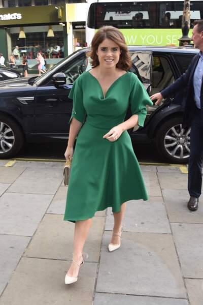 Eugenie d'York copie Meghan Markle et porte les mêmes escarpins Aquazurra en daim en juillet 2018