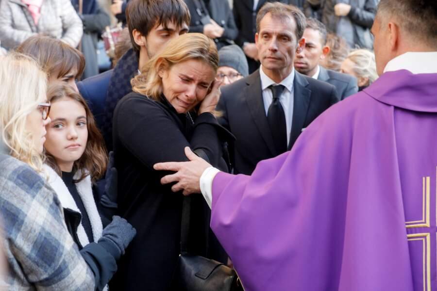 Lisa Azuelos consolée par sa famille aux obsèques de Marie Laforêt