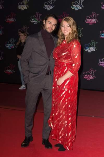 Anthony Colette et Eloise Martin dans une longue robe fleurie