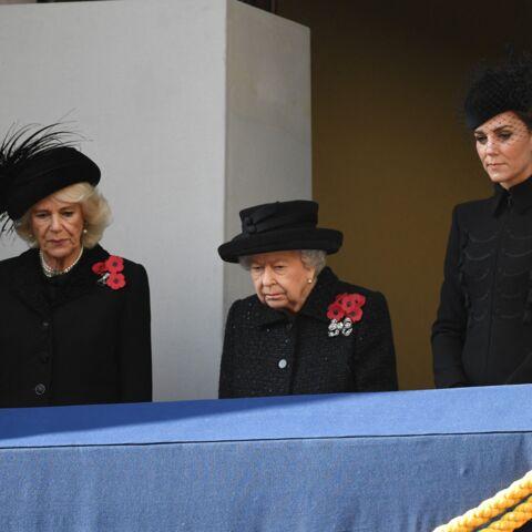 PHOTOS – Kate Middleton et Camilla entourent la reine pour le jour du Souvenir