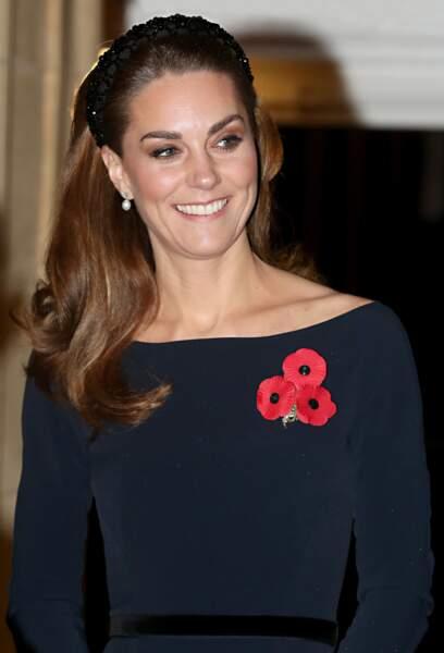 Kate Middleton, très élégante dans une robe sombre
