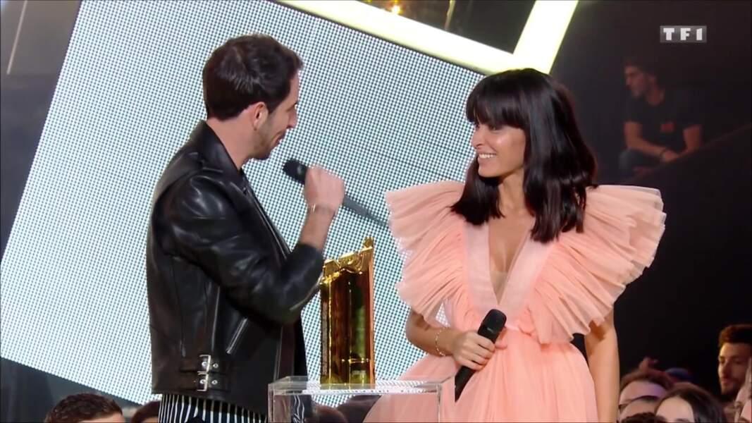 The Avener et Jenifer remettent un NRJ Music Award à Big Flo & Oli