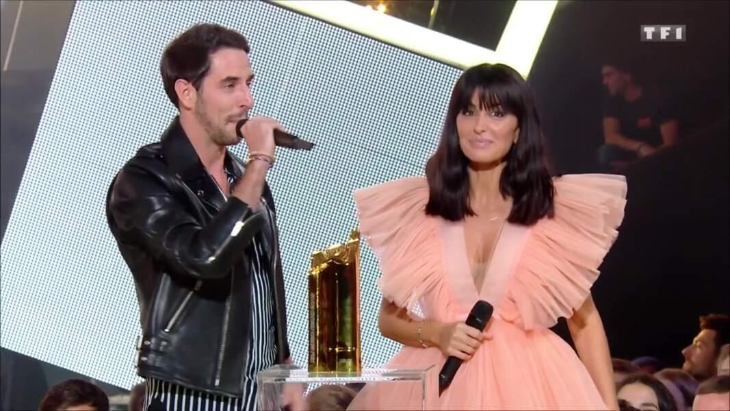 Jenifer remet le prix du groupe ou duo francophone de l'année