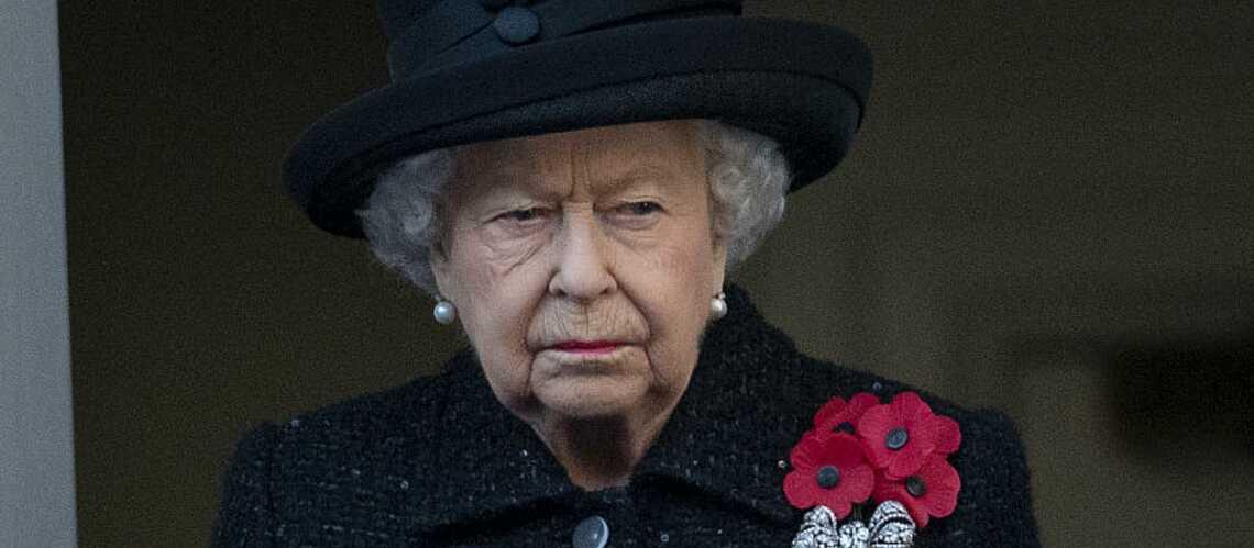 Jour du Souvenir : un invité surprise s'est glissé près de la reine