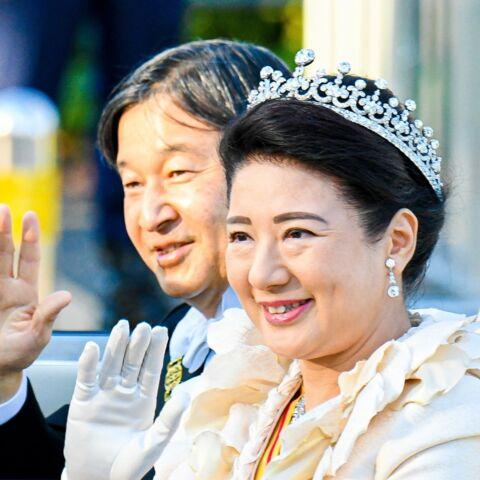 PHOTOS – Naruhito et Masako acclamés lors d'un luxueux défilé à Tokyo