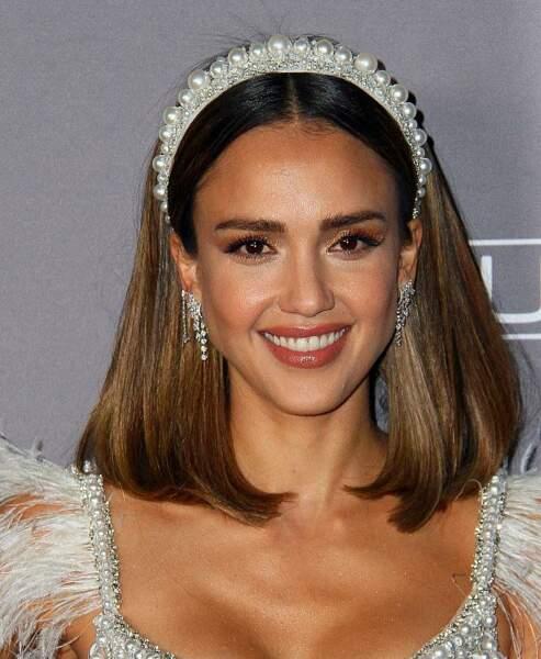 Jessica Alba, radieuse à la soirée de gala organisée par l'association Baby2Baby avec un padded headband perlé