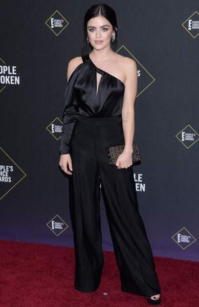 Lucy Hale élégante lors des People's Choice Awards