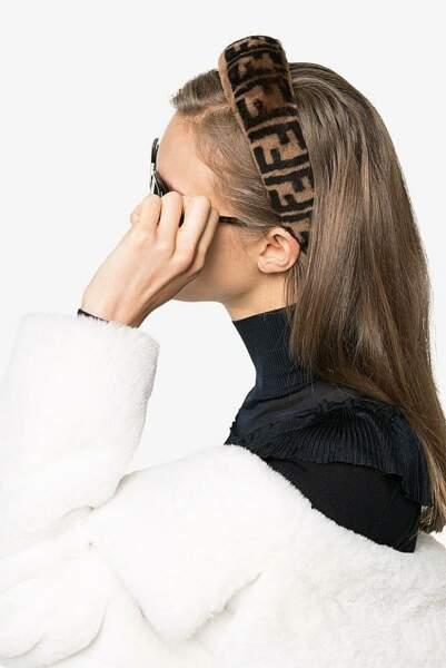 Fendi lance un padded headband à l'effigie de la marque