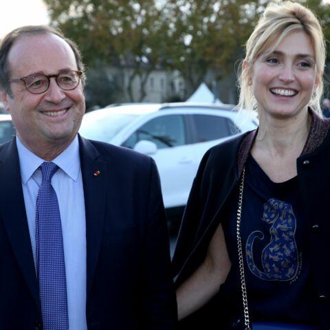 PHOTOS – Julie Gayet première fan de François Hollande, elle affiche amoureusement son soutien