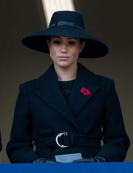 le 10 novembre, Meghan Markle a dévoilé un nouveau manteau long Stella McCartney sur sa robe Erdem