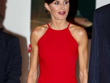 PHOTOS - Letizia d'Espagne s'affiche les épaules dénudées : la reine fait sensation avec un look... recyclé