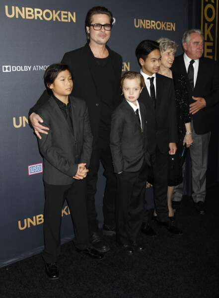 Brad Pitt et sa fille Shiloh se ressemblent également. Si on enlève ses lèvres pulpeuses, qu'elle a hérité d'Angelina Jolie, Shiloh/John est le portrait de son père.