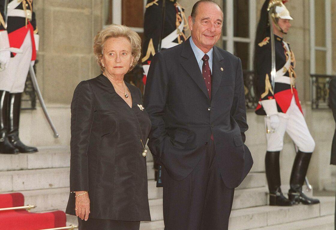 Jacques et Bernadette Chirac sur le perron de l'Élysée, en 2001
