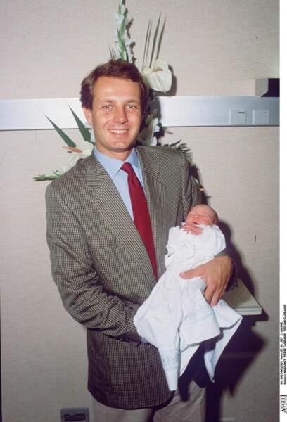 De la coupe de cheveux à ses fossettes prononcées, l'homme d'affaire Stefano Casiraghi, aujourd'hui décédé, a transmis ses traits à son fils cadet, Pierre Casiraghi.