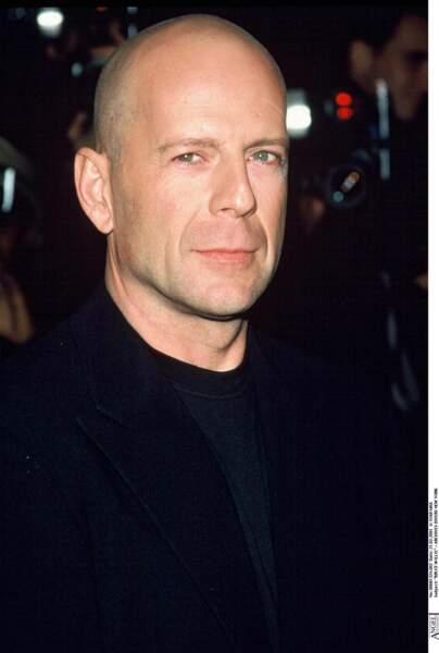 Bruce Willis possède son portrait en féminin. Oreilles, menton, finesse du nez ou encore expressions faciales, tout y est. Rumer Willis est son sosie féminin.