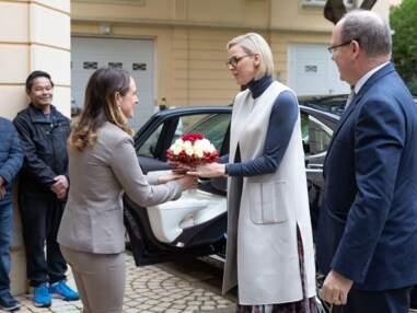 PHOTOS - Le prince Albert et Charlène de Monaco réunis pour la bonne cause au bureau de la Croix-Rouge