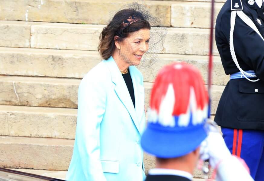 Caroline de Monaco très souriante et élégante à son arrivée à la cathédrale de Monaco ce 19 novembre