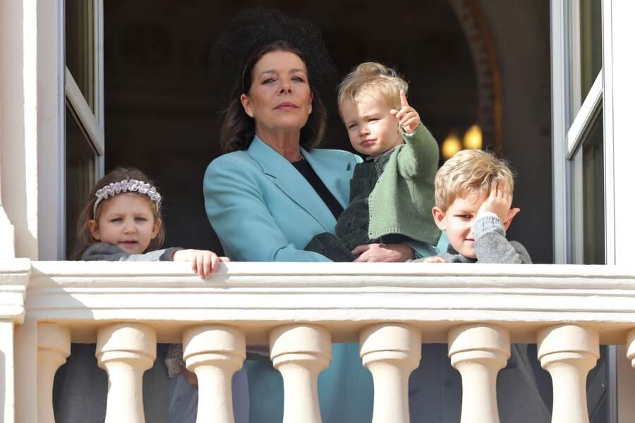 Caroline de Monaco entourée de Sacha et India (les enfants d'Andrea) et de Francesco (le fils de Pierre) sur le balcon du palais princier ce 19 novembre