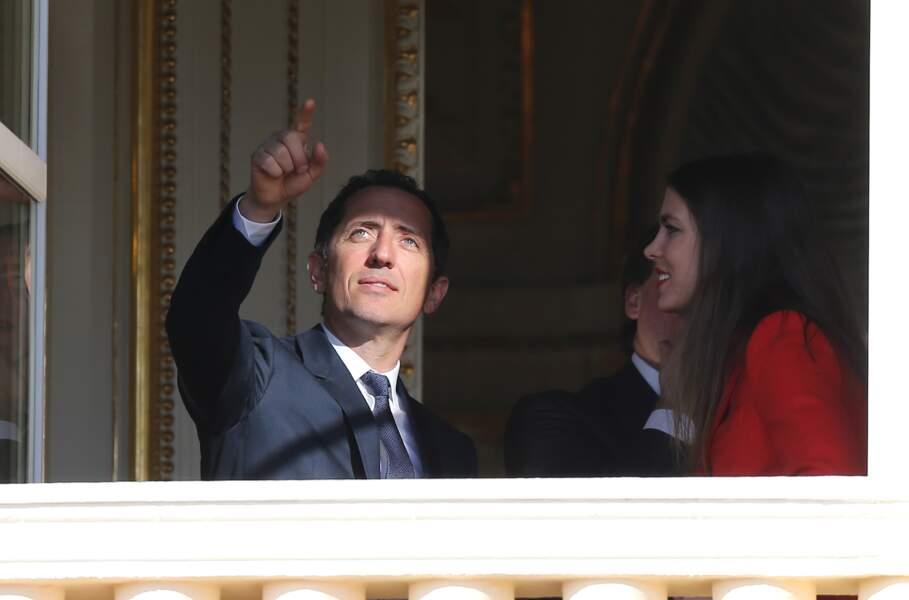 2015 : Charlotte Casiraghi et son ex-conjoint, Gad Elmaleh, au balcon lors de la présentation de la princesse Gabriella et du prince Jacques de Monaco, à la population monégasque.
