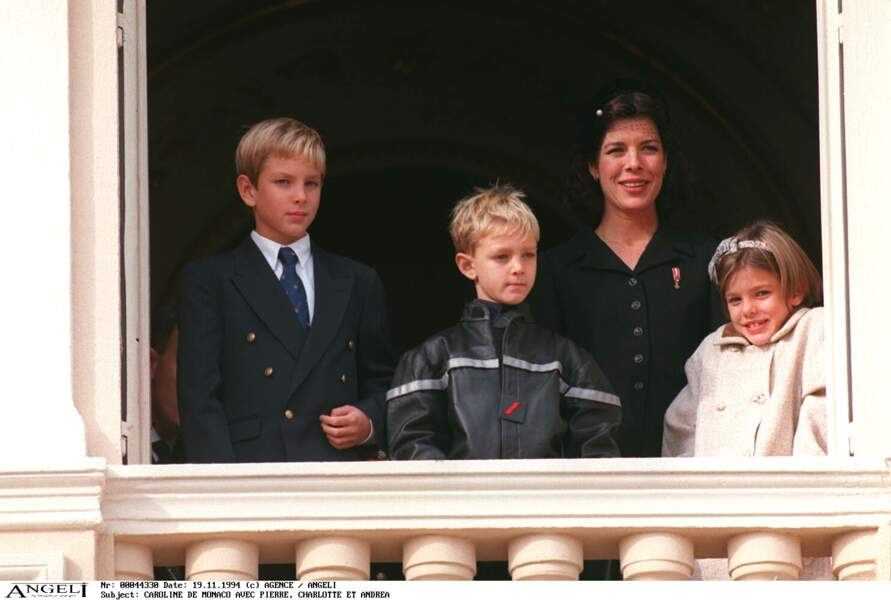 1994 : Pierre, Andrea et charlotte Casiraghi sont au balcon du Palais à l'occasion de la fête Nationale.
