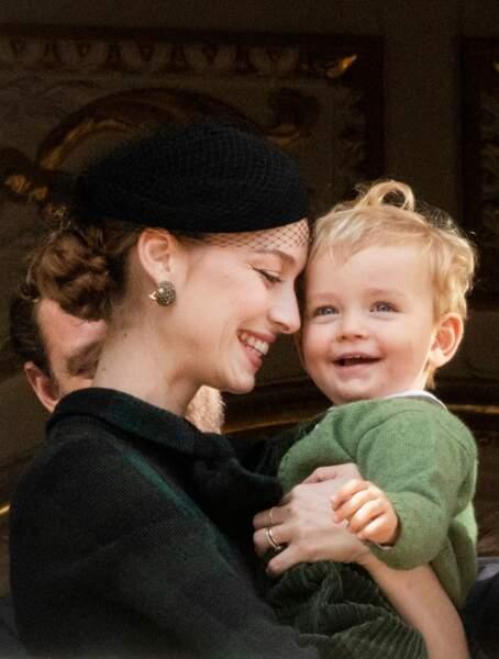 Francesco, souriant et absolument craquant dans les bras de Beatrice Borromeo