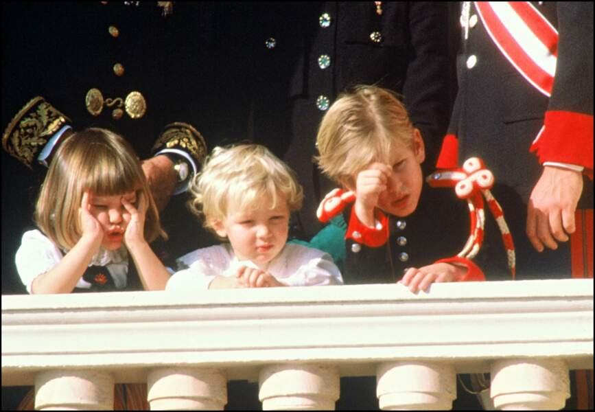 1989 : Charlotte, Pierre et Andrea, les enfants boudeurs au balcon.