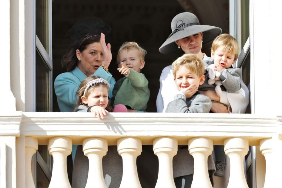 Francesco est dans les bras de Caroline de Monaco, tandis que son cousin Maximilian dans ceux de sa maman, Tatiana Santo Domingo