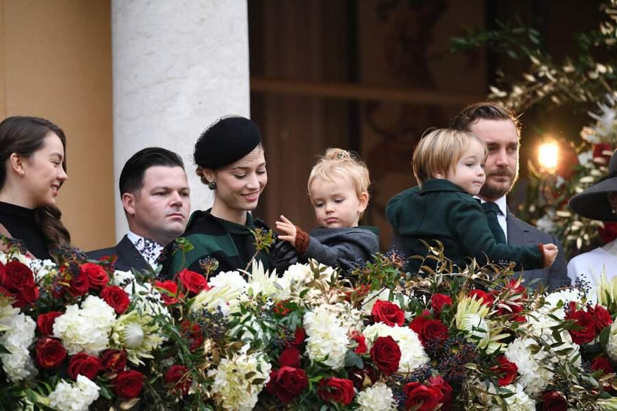 Pierre Casiraghi et Beatrice Borromeo portant leurs fils Stefano et Francesco lors de la Fête nationale de Monaco ce 19 novembre 2019