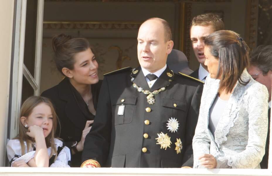 2007 :  sublime avec son petit chignon/tailleur, Charlotte Casiraghi fait très femme.
