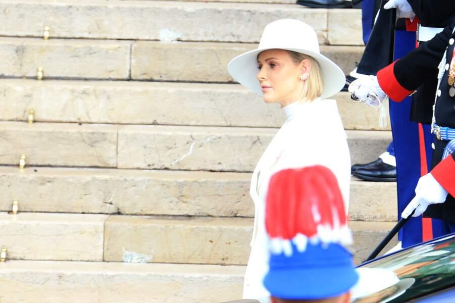 Charlene de Monaco, tout de blanc vêtue, lors de la Fête nationale de Monaco ce 19 novembre 2019
