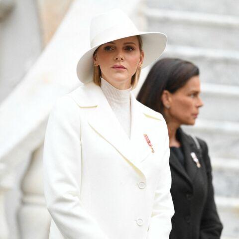 PHOTOS – Charlene de Monaco glamour et distinguée avec sa capeline et son look monochrome