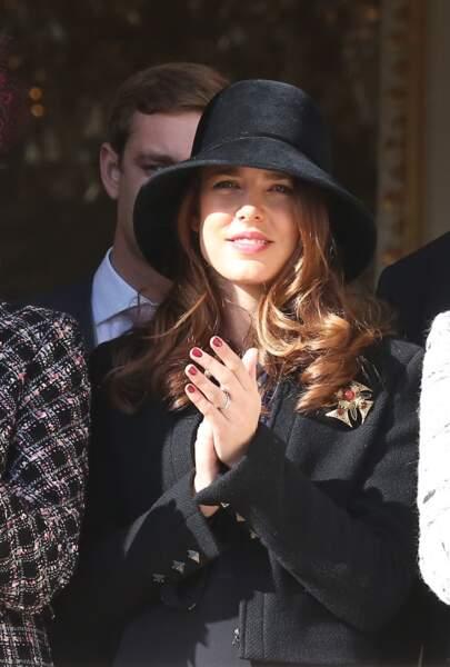 19 Novembre 2012 : La famille princière au balcon du palais lors de la cérémonie militaire à Monaco. Charlotte Casiraghi est rayonnante.