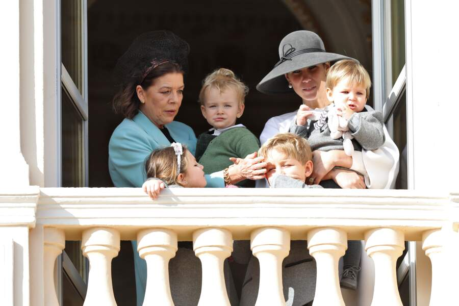 La princesse Caroline remet une mèche de cheveux de son petit-fils Sacha à sa place