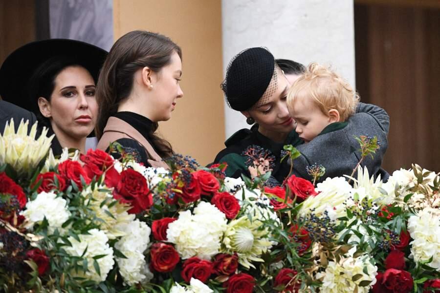 Beatrice Borromeo aux petits soins pour Francesco lors de la Fête nationale monégasque ce 19 novembre