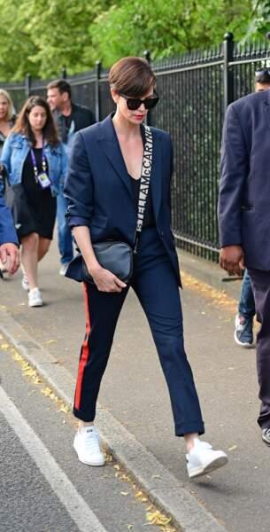 Juillet 2019 : Charlize Theron a opté quelques mois plus tard pour des cheveux plus courts. Les cheveux châtain clair, l'actrice se rendait à la finale de Wimbledon à Londres.
