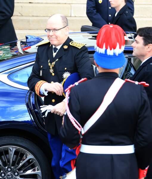 Le prince Albert II de Monaco en habit d'apparat à son arrivée à la cathédrale de Monaco ce 19 novembre
