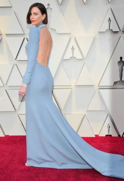2019 : Charlize Theron a surpris tout le monde lors de la 91 ème Cérémonie des Oscars. Outre passé la sublime robe bleu qu'elle porte elle est arrivée avec une jolie coupe au carré et les cheveux châtain.