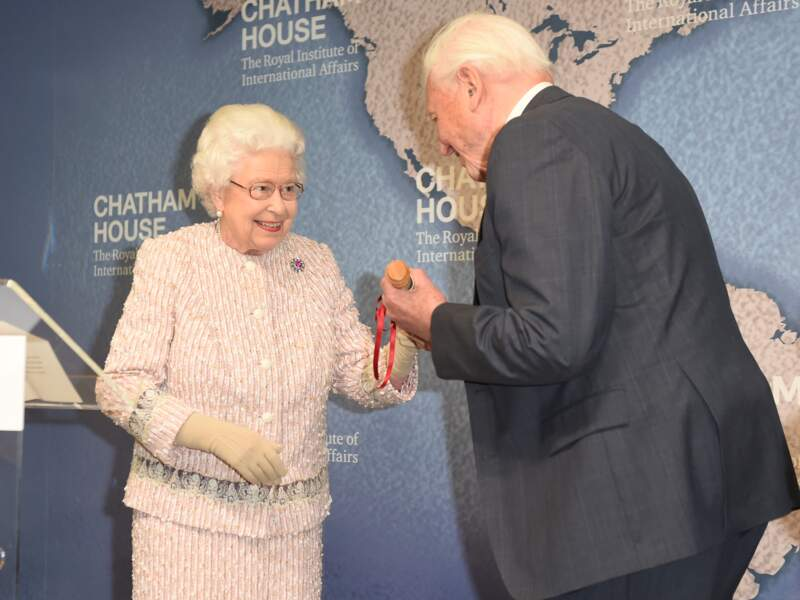 """Le prix Chatham House 2019 a été décerné à David Attenborough pour sa série """"Blue Planet"""" consacrée à la pollution des océans"""