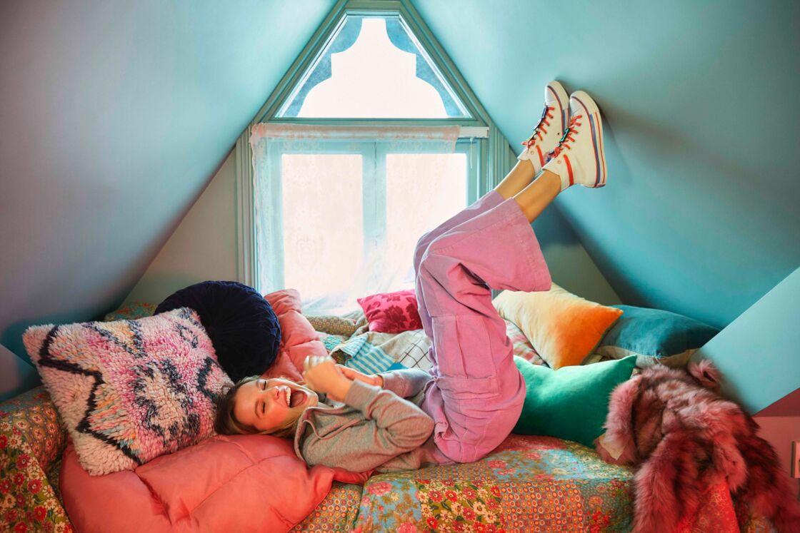 Millie Bobby Brown incarne elle-même sa collection capsule avec Converse