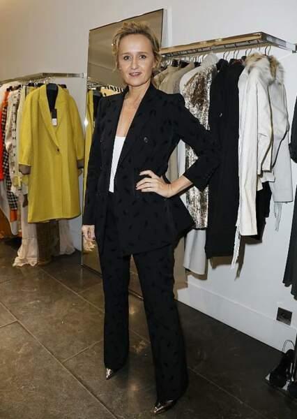 Le tailleur pantalon comme valeur sure : Caroline Roux chic au Montaigne Market pour la soirée Disco PAROSH.