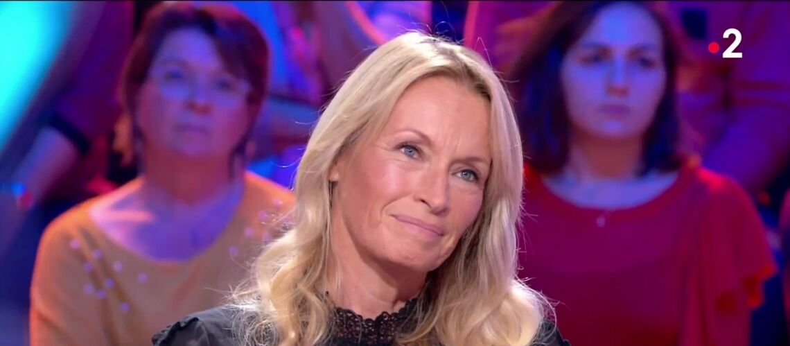 VIDÉO – Estelle Lefébure, très émue, évoque la mort de Johnny Hallyday