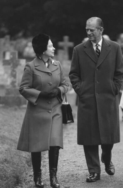 Février 1986  : La Reine Elizabeth II et le prince Philip échangeant un regard complice à Sandringham.