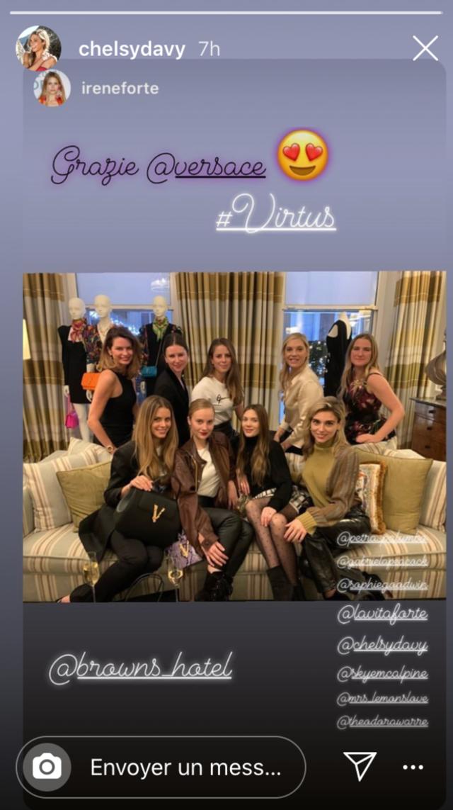 Présentation des nouveaux sacs Virtus de la maison Versace, à l'hôtel Brown, à Londres.