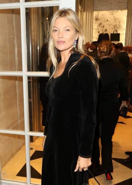Autre ex-mannequin star des 90's Kate Moss, reine du look rock. Et forcément du cheveux messy... Mais brillant !