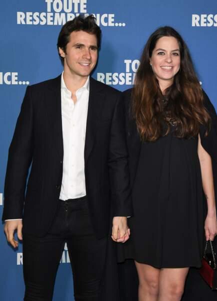 Anouchka Delon et son chéri Julien Dereims affichent un large sourire sur le visage.