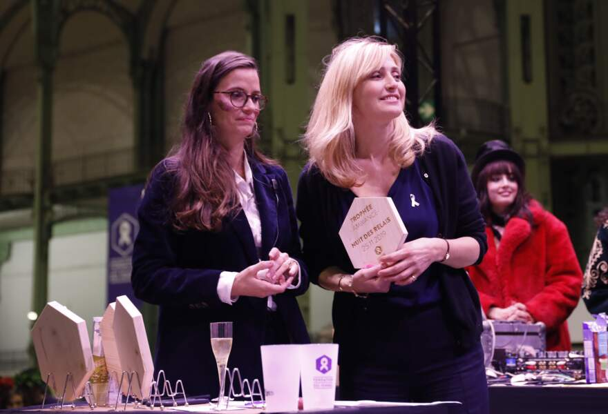 Après la course, Julie Gayet a remis des prix.